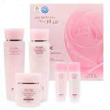 Набор увлажняющих средств для лица с цветочными экстрактами 3W Clinic Flower Effect Extra Moisturizing 3 Kit Set