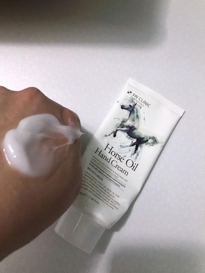 Обзор: кремы для рук с лошадиным жиром от 3W Clinuc и Deoproce